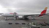 Iberia_A330_300_HEL