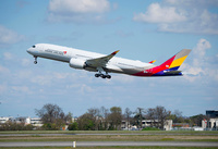 A350-900_Asiana_Airlines_taking_off
