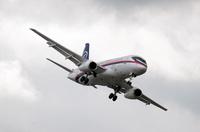 Sukhoi_Superjet_100_2